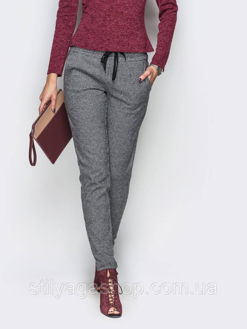 Элегантные брюки с поясом на резинке и косыми карманами по бокам серый