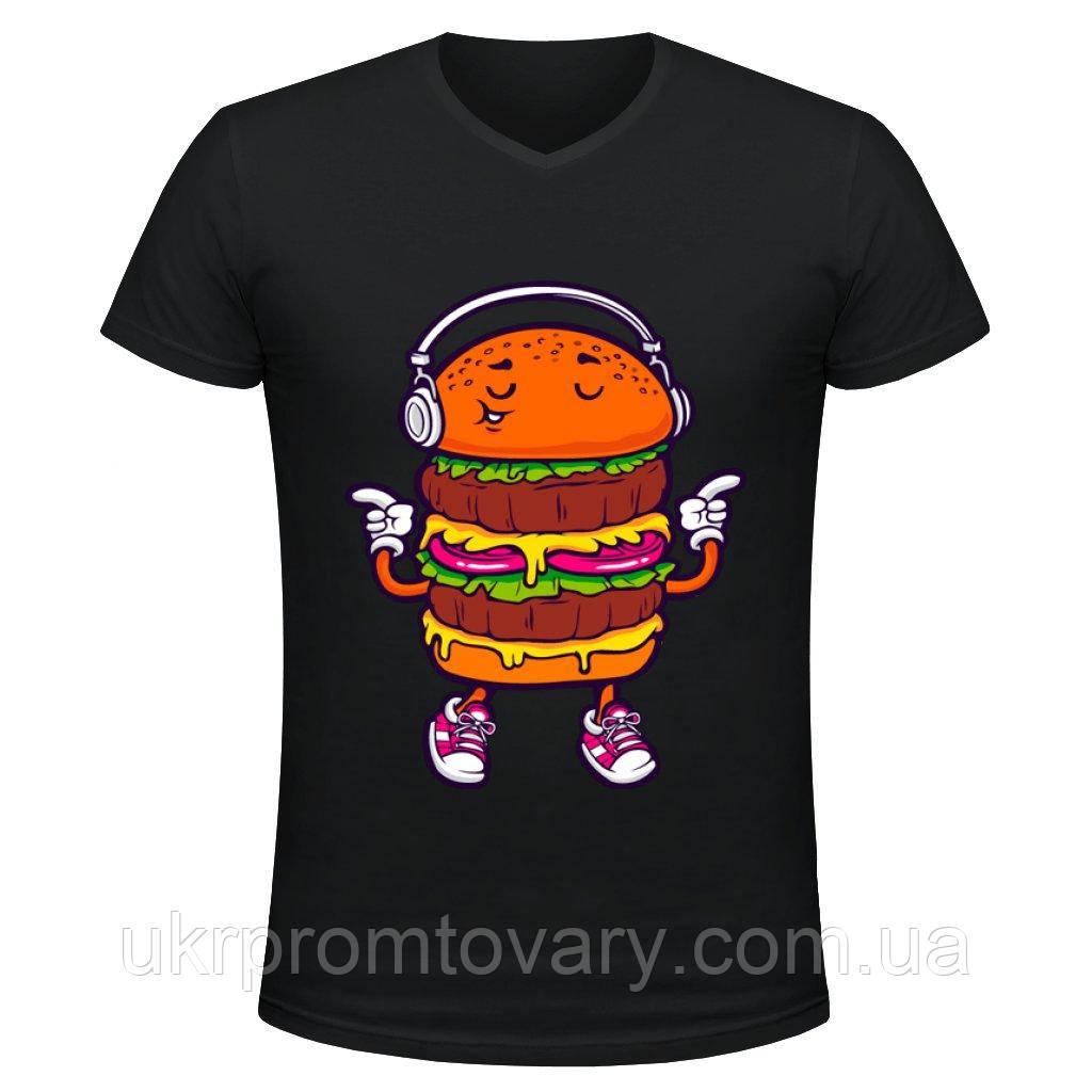 Футболка мужская V-вырезом - Бургер с плеером, отличный подарок купить со скидкой, недорого
