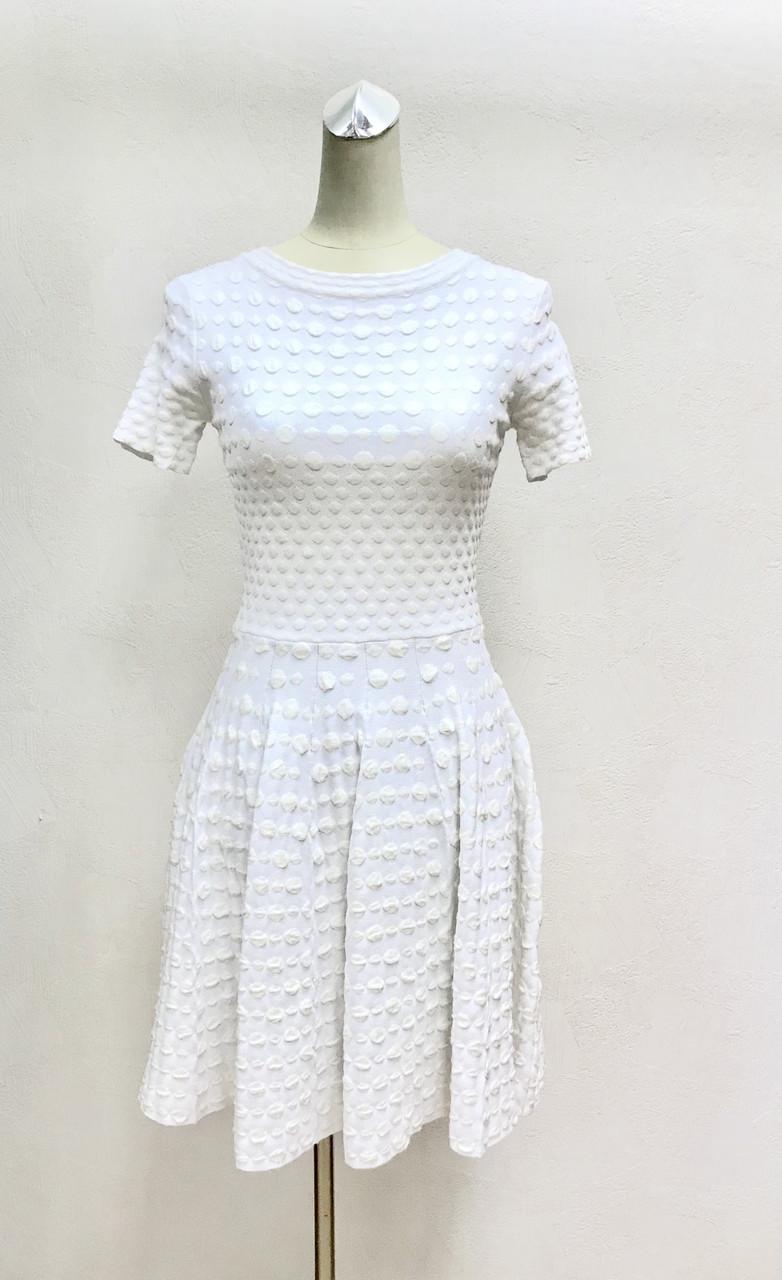 Платье белое расклешенное