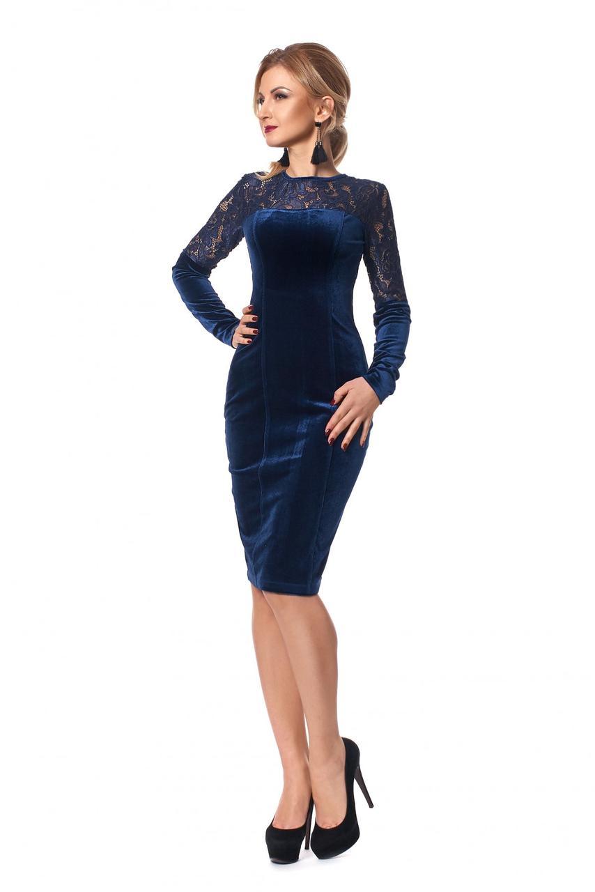 Нарядное модное стильное платье приталенного покроя с гипюровыми вставками.