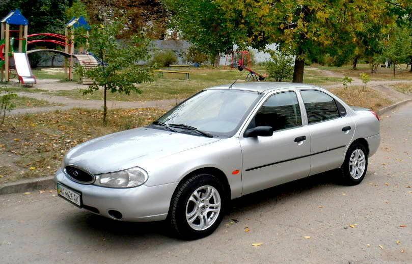Лобовое стекло на Ford Mondeo (Седан, Комби, Хетчбек) (1993-2000)