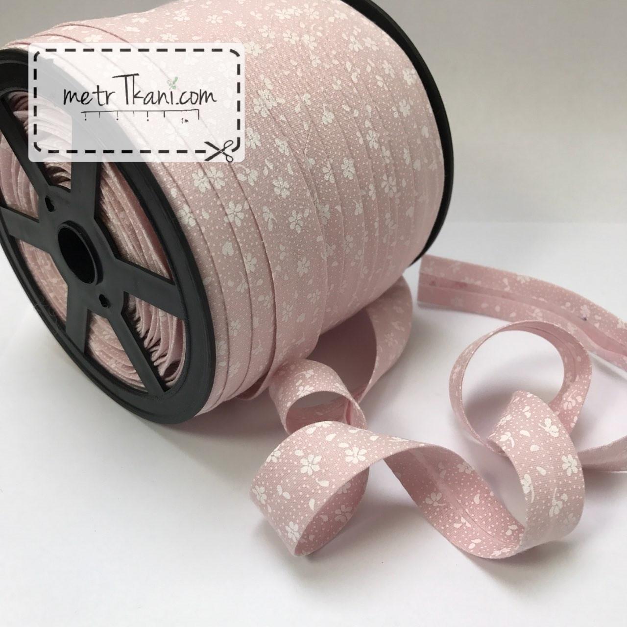 Косая бейка из хлопка бледно-розового цвета  с белых цветочками  № КБ-248