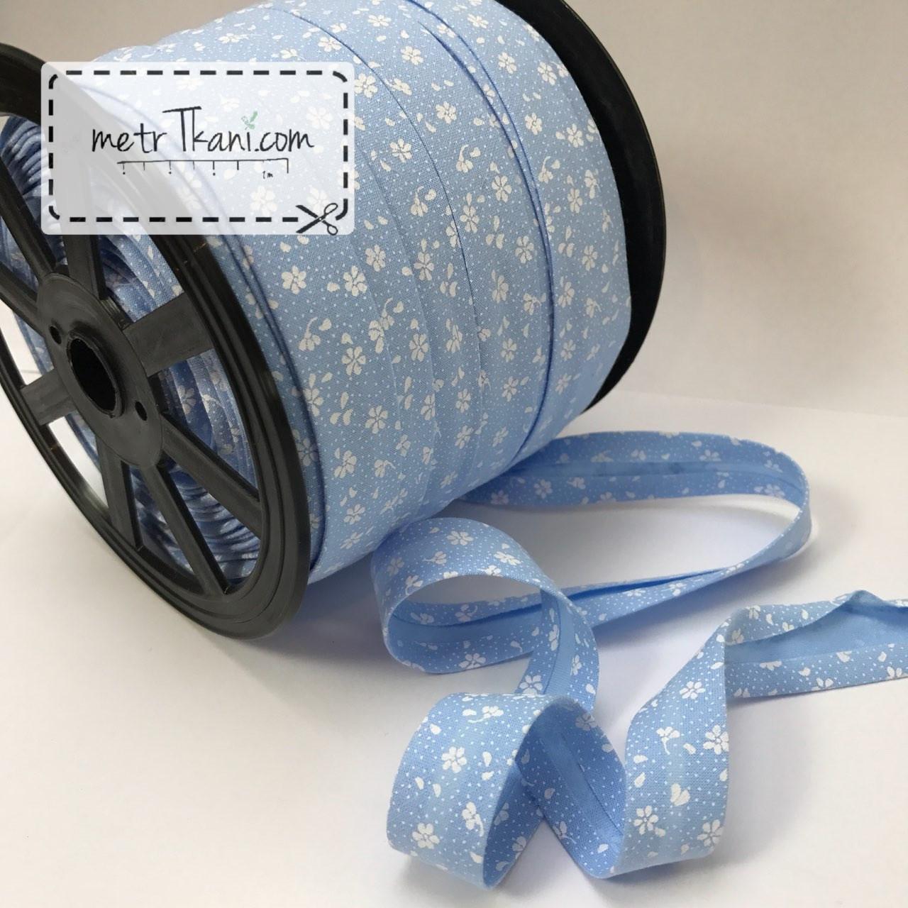 Косая бейка из хлопка  белые цветочками на голубом фоне № КБ-236