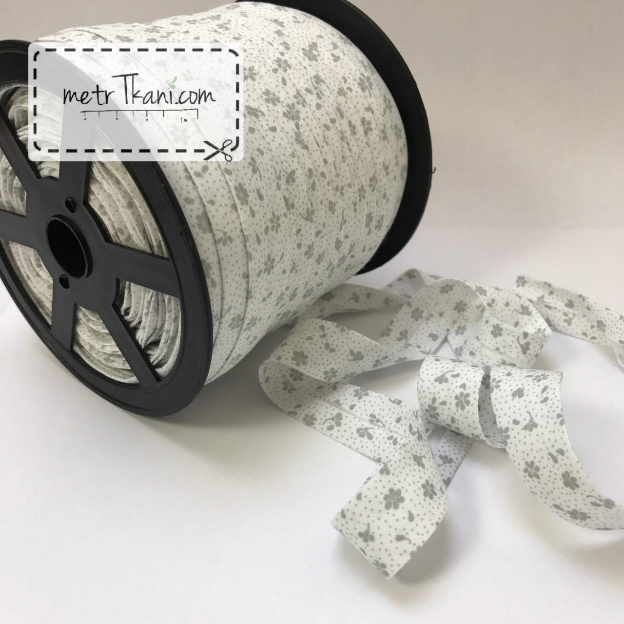 Косая бейка из хлопка серые цветочки на белом фоне № КБ-245