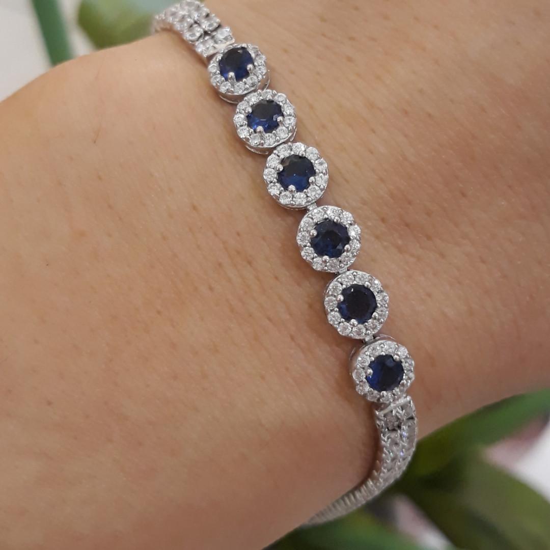 Серебряный браслет с синими и белыми камнями
