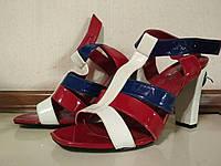 Женские летние босоножки на каблуке в идеальном состоянии р.40