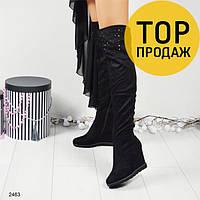 Женские ботфорты на танкетке 9 см, черного цвета / сапоги высокие женские, замшевые, со стразами, стильные 39