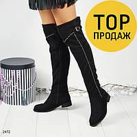 Женские ботфорты на низком каблуке, черного цвета / сапоги высокие женские, замшевые, с ремешком, с камнями