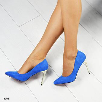 Стильные туфли- лодочки на золотистом каблуке, цвет- электрик