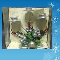Подсвечник на 3 свечи с новогодними украшениями