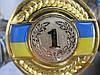 Медаль диаметр 5 см. на фоне украинского флага с ленточкой