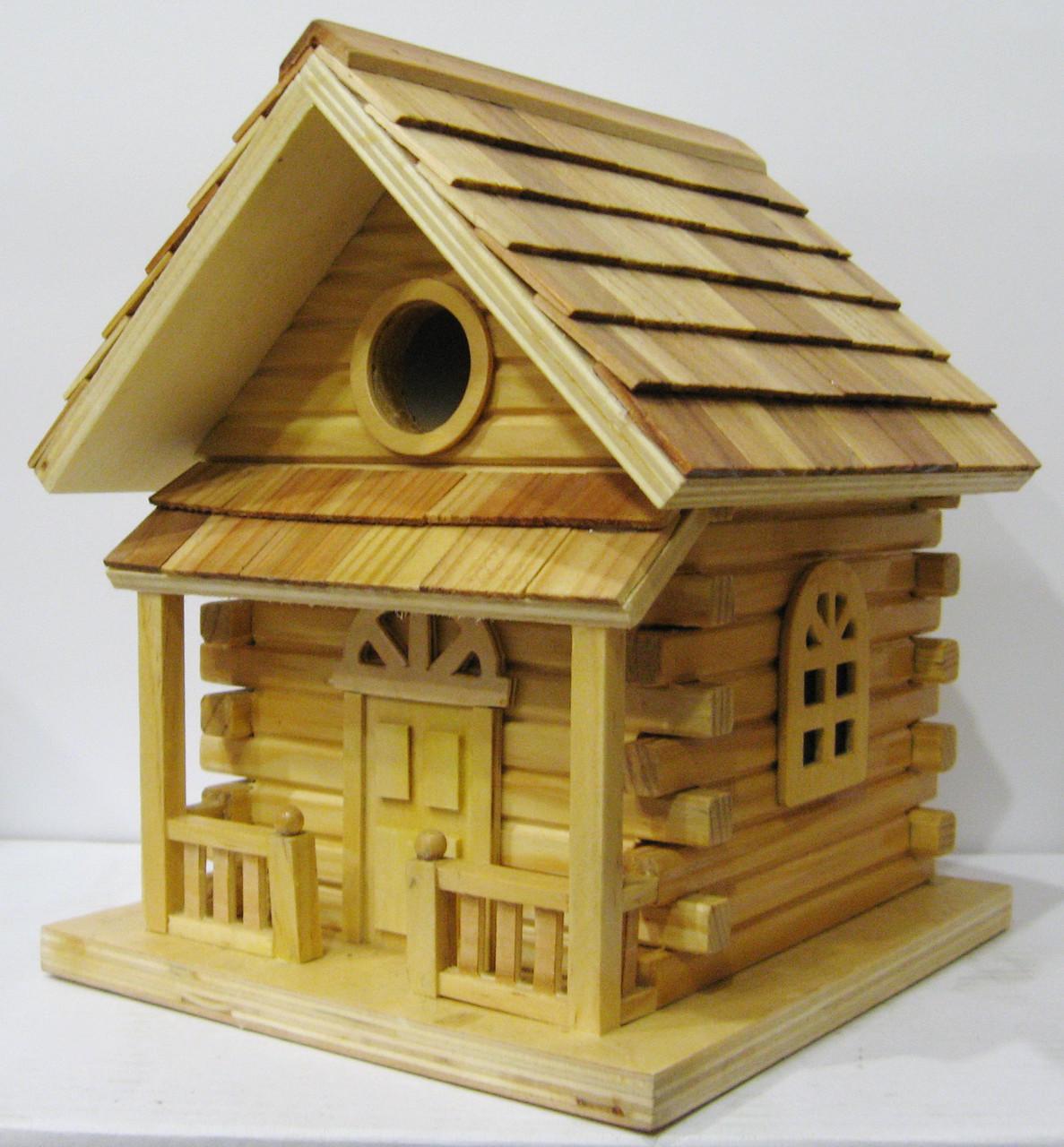Скворечник, садовый домик для птиц.