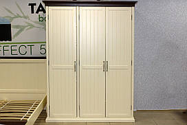 Шкаф деревянный трехстворчатый