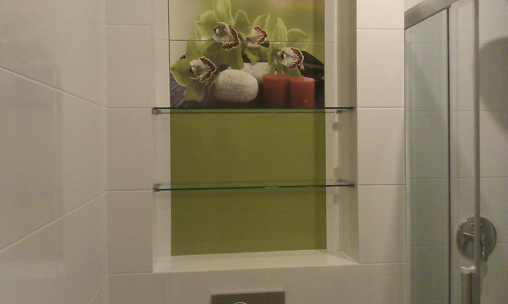 Изготовление и монтаж стеклянных полок в ванной комнате