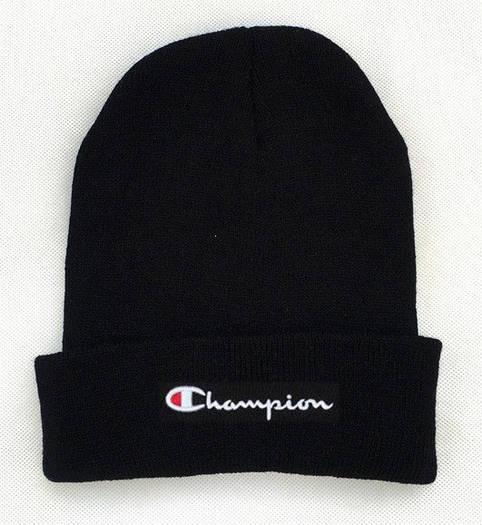 Черная шапка Champion