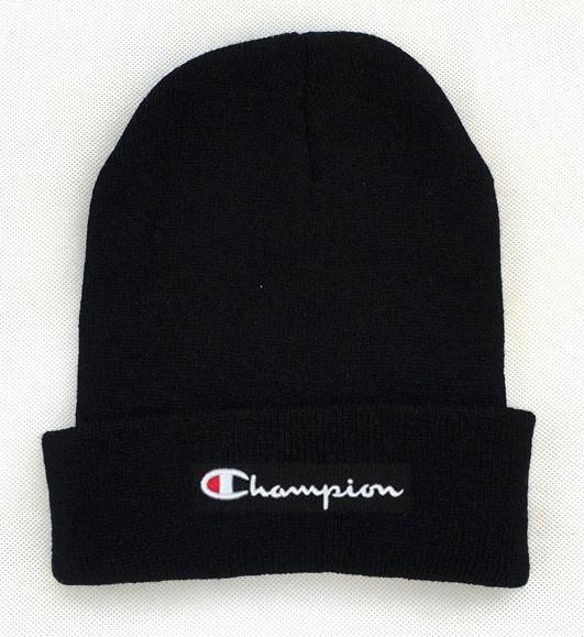 Зимняя шапка чёрная с логотипом Champion в стиле унисекс мужская женская