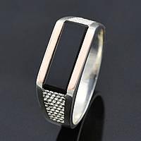 """Серебряная печатка с золотыми пластинами """"Марк"""", вставка оникс, вес 6.16 г, размер 19.5"""