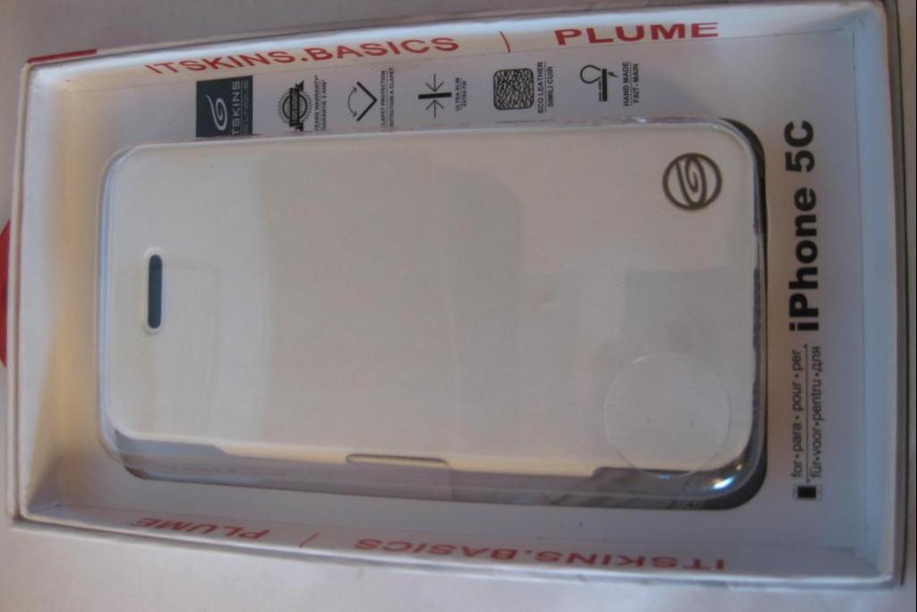 Чехол ITSKINS Plume Artificial iPhone 5C White/Black