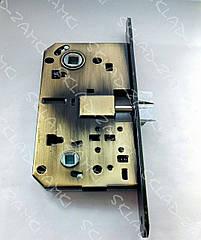 Врезной замок защелка для ручек на розетках для межкомнатных дверей KOZAK SD-410B-AB 85 мм