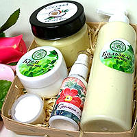 Набор косметики (массажное масло, бальзам для волос,крем для ног, молочко для лица)