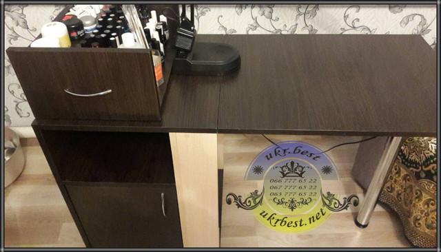 Складной маникюрный стол Эксперт - необычное дизайнерское рабочее место мастера маникюра на дому. Столик производства UkrBest в квартире клиентки - Украина, Киев.