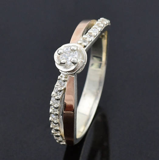 """Серебряное кольцо """"Роза"""", вставка белыефианиты, вес 2.6 г, размер 16"""
