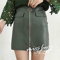 Женская стильная юбка из эко кожи с накладными карманами, в расцветках