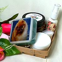 Косметический набор (массажное масло,мыло глицериновое,крем для лица,косметическое молочко)