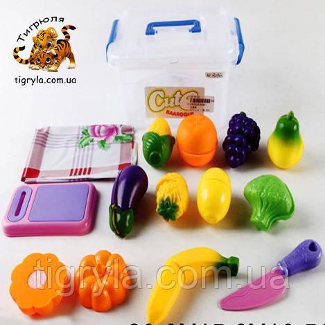 Разрезные овощи и фрукты, продукты на липучках в ланчбоксе - пластмассовые продукты на липучке в контейнере