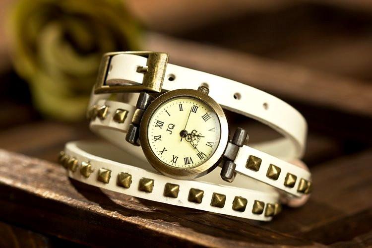 Модные женские наручные ретро часы JQ