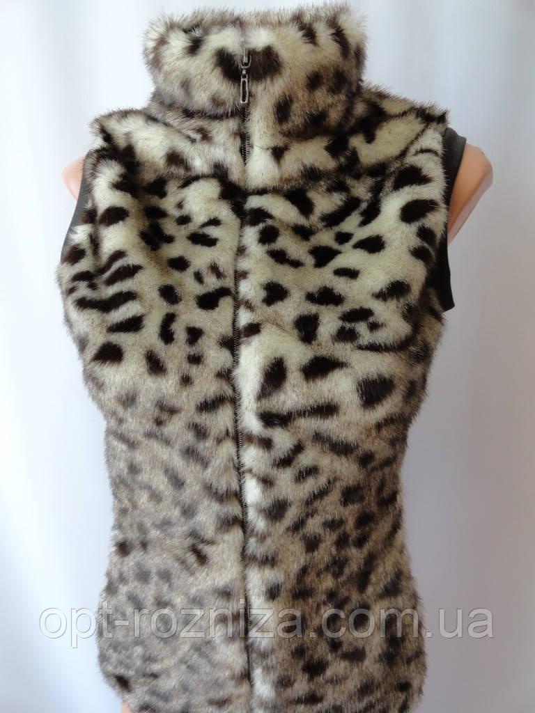Меховые жилетки леопардового окраса.