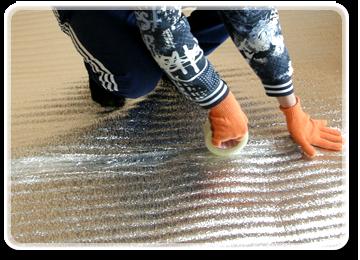 Зафіксуйте термоізоляційну плівку скотчем. Тепловідбивний матеріал та скотч ви можете також замовити на нашому сайті.
