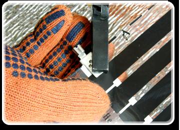 Приєднання клем до мідної шини термоплівки можливо також за допомогою пайки. Для пайки ми рекомендуємо використовувати традиційний ПОС30 і ПОС40 і каніфоль як флюс.