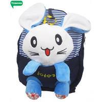 Детский рюкзак для ребенка  со съемной игрушкой Зайчик