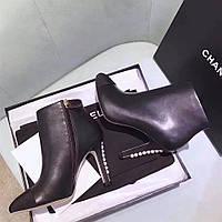 Женские демисезонные ботинки на каблуке Chanel