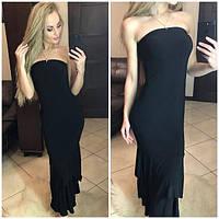 Женское длинное платье с воланами по низу и открытыми плечами