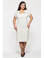 Платье приталенное большого размера с коротким арочным рукавом и горловиной переходящей в кокетку