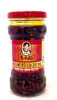Соус чили с бобами сои в масле из рапса  Lao Gan Ma 280 г, фото 1