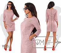 Платье-футляр полуприталенное из стрейч-жаккарда с рукавами 3/4 Размер: S.M.L