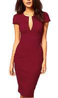 Элегантное бордовое платье, с треугольным вырезом декольте