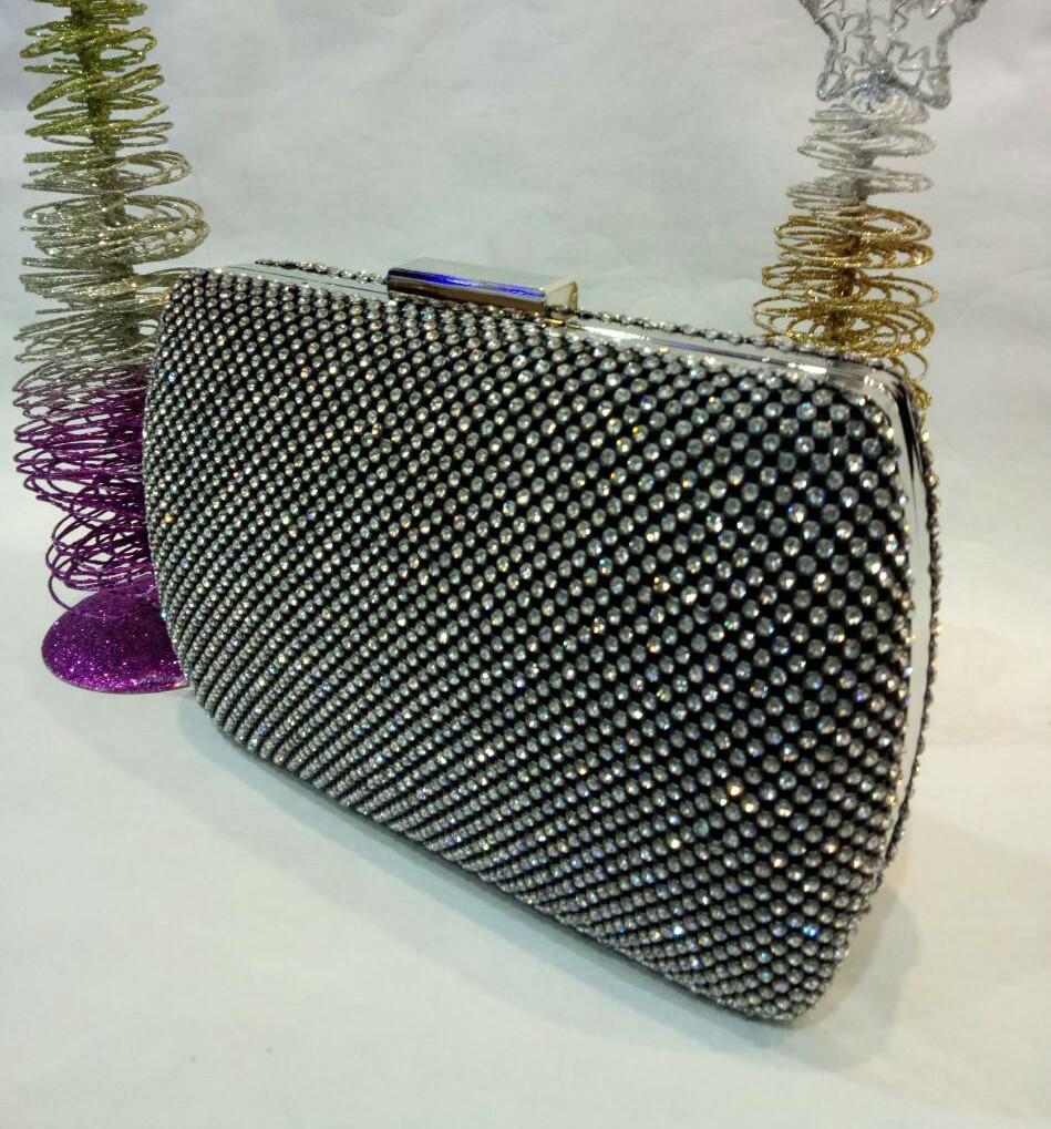 07153b004257 Женская сумочка-клатч в стразах с закругленными боками (черная) №3551