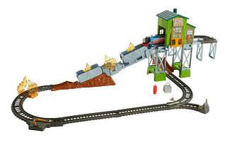 Игровой набор Томас и друзья железная дорога спасательная станция Fisher-Price Thomas & Friends TrackMaster