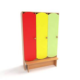 Шкаф детский 3-х секционный с лавкой с цветными дверьми. Шкафы для одежды в детский сад