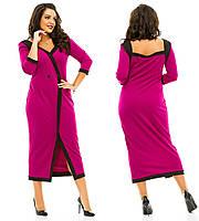 Однотонное  платье  батал с отделкой по краям другого цвета украшено пуговицами и открытой спиной