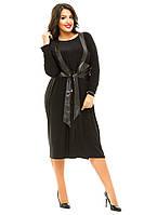 Однотонное  платье  батал с жилеткой из экокожи и разрезом спереди