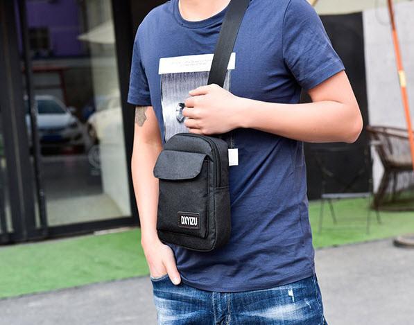 Не большая мужская сумка на плечо