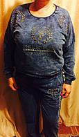 Стильный красивый женский синий костюм батал под джинс: брюки и кофта Philip Plein , стразы и камни