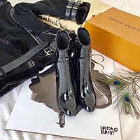 Женские демисезонные полусапожки из лаковой кожи на каблуке Louis Vuitton