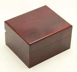 Коробочка для наручных часов и акссесуаров под дерево (коричневая, лакированная)