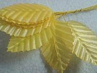 Листик тканевый на ножке, желтый